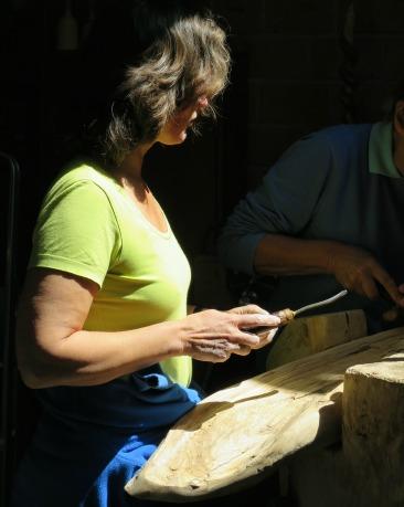 Marianne gaat lesgeven in houtsnijden