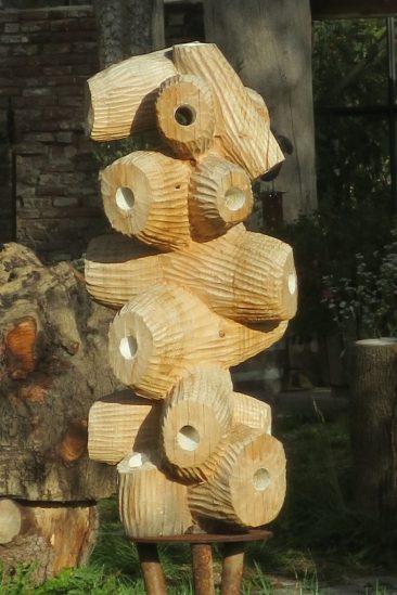 Lilian Schiffers houten beeld doorkijken gaten met verschillend perspectief